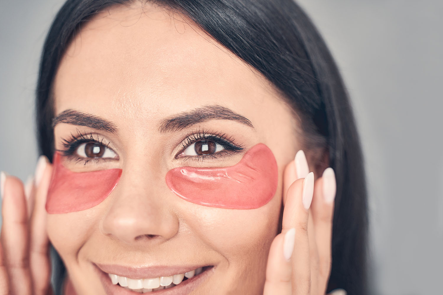 Girl with cosmetic patches under her eyes for eyebags